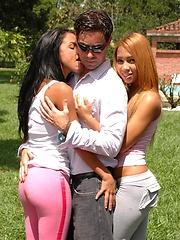 Tania and Gigi have a threesome blowjob