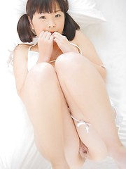 Akari Nakatani takes off her bra and panties
