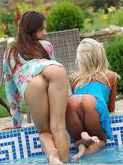 Playing in the pool with two hot models can really be a great birthday gift.